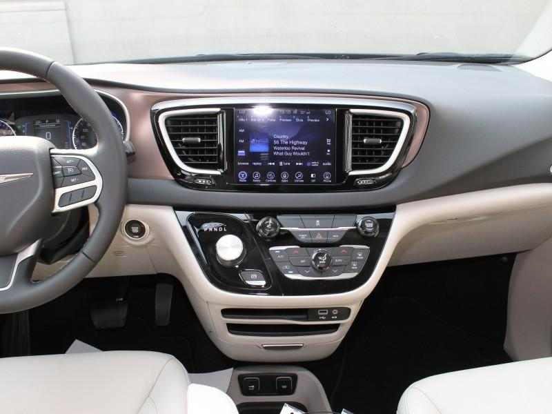 Chrysler Pacifica 14