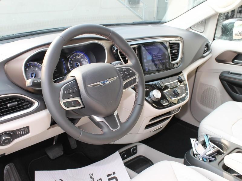 Chrysler Pacifica 16