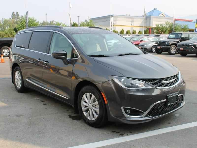Chrysler Pacifica 6