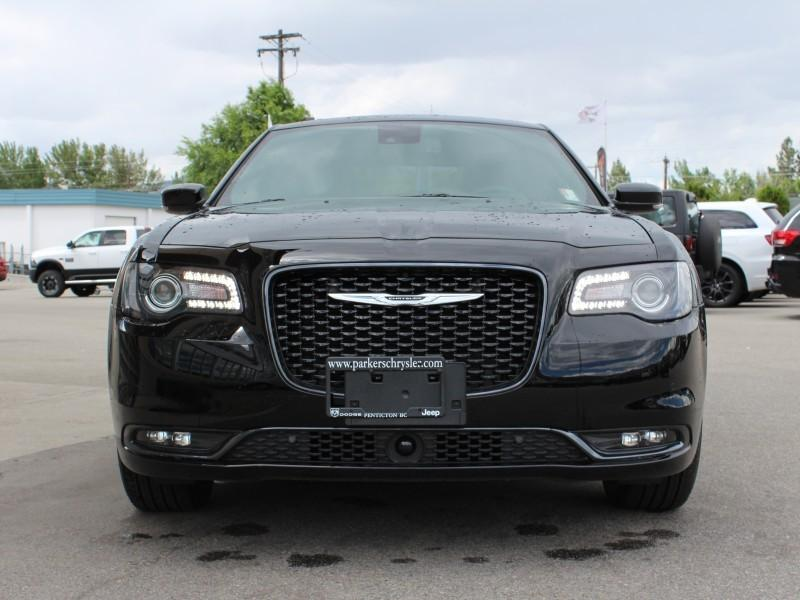 Chrysler 300 8