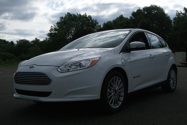 used ford focus vehicles for sale second hand ford vehicles on auto123 auto123. Black Bedroom Furniture Sets. Home Design Ideas