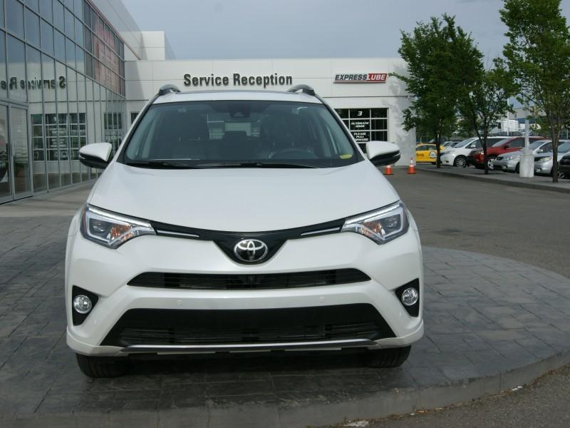 v hicule toyota rav4 2017 neuf vendre calgary alberta. Black Bedroom Furniture Sets. Home Design Ideas