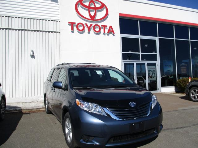 2017 Toyota Sienna  LE V6 8-Pass