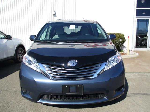 Toyota Sienna  LE V6 8-Pass 2