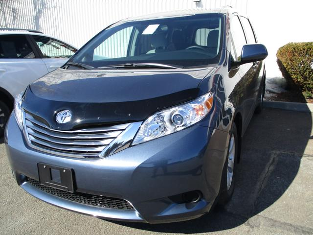 Toyota Sienna  LE V6 8-Pass 3
