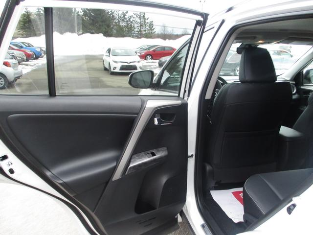 Toyota RAV4  AWD Limited 13