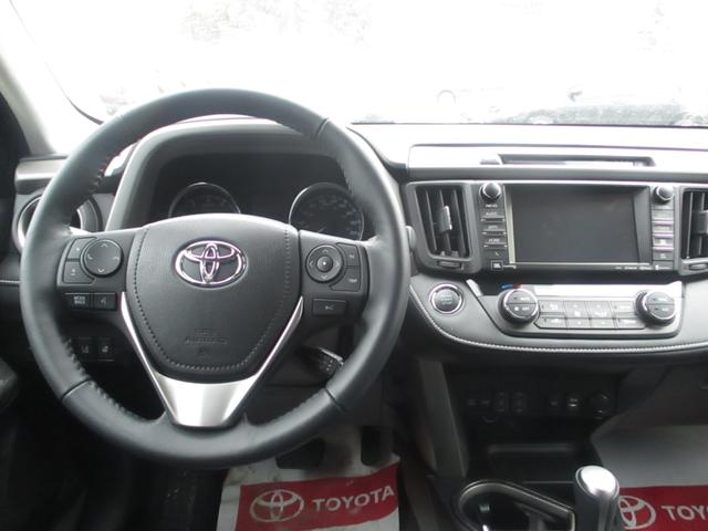 Toyota RAV4  AWD Limited 16