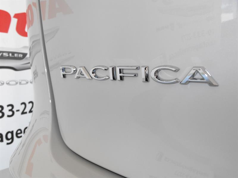 Chrysler Pacifica 11